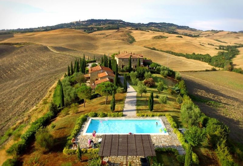 Lovely apartment set in a refurbished borgo with shared swimming pool in Volterra countryside