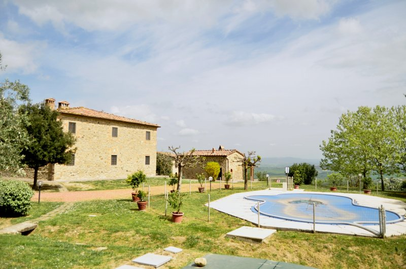 Farmhouse with barn, swimming pool and olive groove