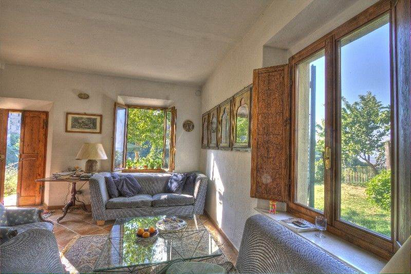 Ground floor apartment with huge garden in Volterra centre