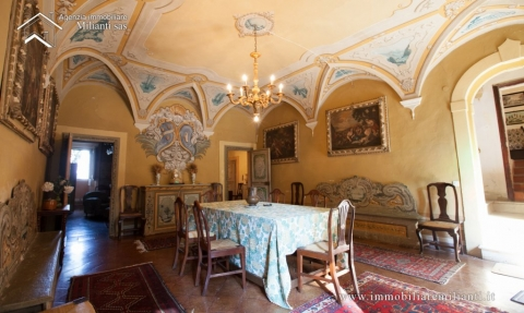 original villa with affrescos